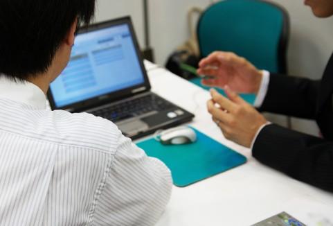 経営者保険を説明する人